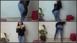 Wetting Evas light blue jeans