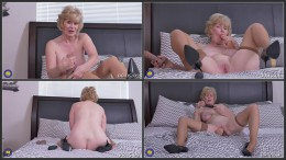 American mature lady Sindee Dix playing with her toys HD